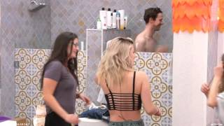 Big Brother Canada 4 - The girls open up the shower door on Joel.