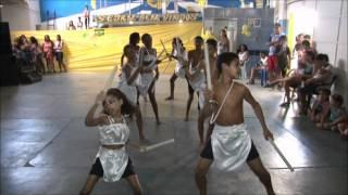 Esmeralda dança maculelê