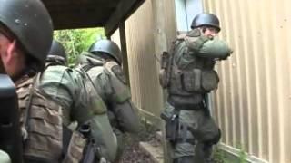 SWAT team demo the WallBanger DoorKey