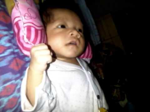 video menyusui anak bayi