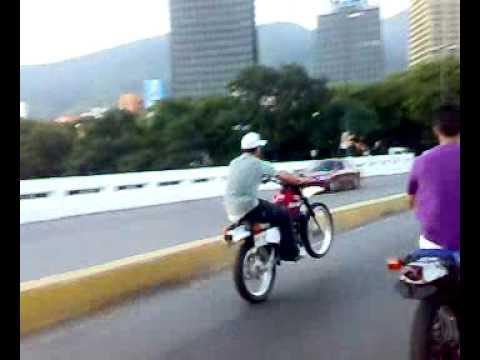 El deporte extremos ilegal moto piruetas video grabado por dj alexander el dj latino de venezuela