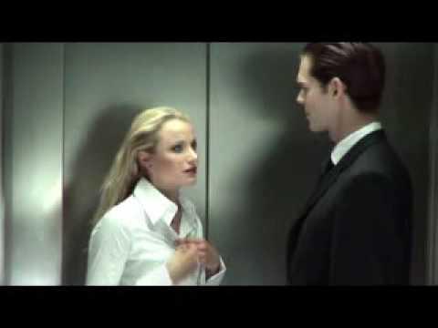 Cochonne dans l ascenseur