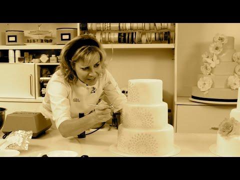 Conoce los secretos para decorar tortas de bodas perfectas y espectaculares.