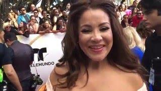 Carolina Sandoval habla de su embarazo sobre la alfombra de los Premios Billboard