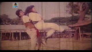 Shono Shono Toru Lota Dekho Poshu Pakhi : Agun Jole Bangla Movie Song