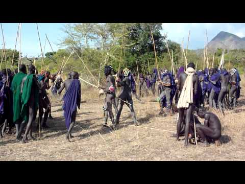 Ethiopie bataille de bâtons fête de donga chez les Suris Tirma vallée de l Omo