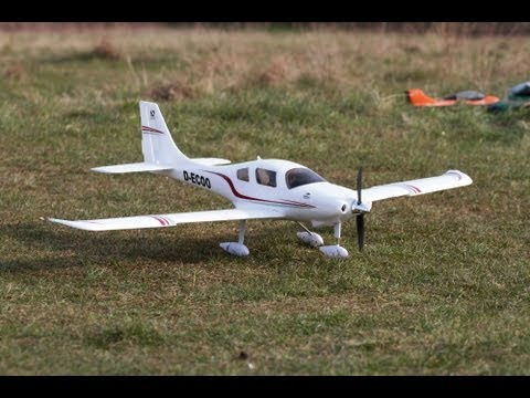 RC Cessna Corvalis 350 cruising around and funny landing at Croydon Airfield