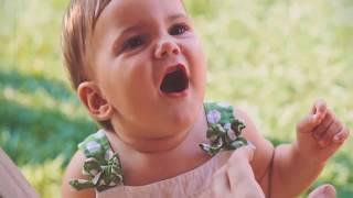 اب بيأكل بنته الصغيره سندوتش وكل شوية تفتح بوقها وهي بتعيط وتقوله سخن سخن سخن ! شاهد المفاجأة !!