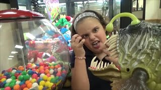 Sharks & Dinosaurs vs Candy Gumball Machine & Crane & Claw Game