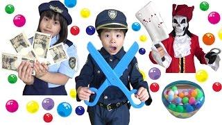 怪しい~!! 警察ごっこ職務質問に挑戦!! パトロールは成功するのか!? こうくんねみちゃん Play POLICE