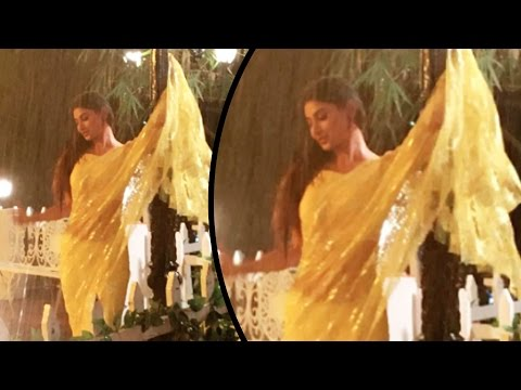Xxx Mp4 Mouni Roy Looks SIZZLING In Saree 3gp Sex