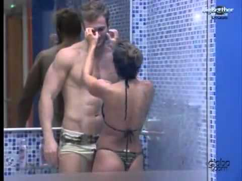 BBB11 Wesley tomando banho de pau duro com Maria