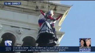 Carnaval de Venise : la plus belle femme de la cité vole dans les airs...