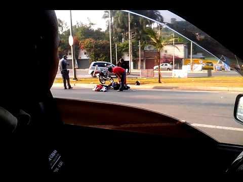 Acidente no centro de Santana do Parnaiba.