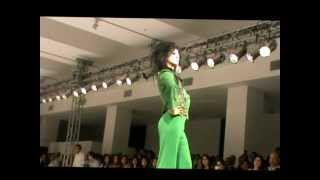 Mantislive- Syeda Mehroo Kanwal Shocks and Awes on the Catwalk ISB FW 2012