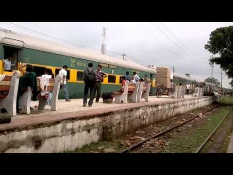 Departure of Jaynagar-Delhi Anand Vihar Garib Rath from Darbhanga PF1