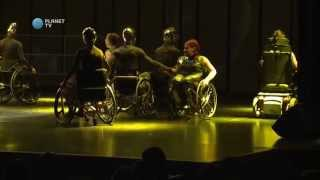 Baletniki in invalidi v predstavi Move.ing