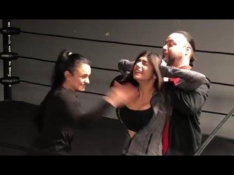 Xxx Mp4 Luchadora Golpea A Mia Khalifa En Los Senos 2 Veces 3gp Sex