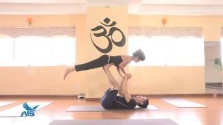 Tập yoga cùng diễn viên Trung Dũng