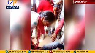 Woman Beats up Man | for Abusing Behaviour | in Hospital Que Line | at Fatehabad of Haryana