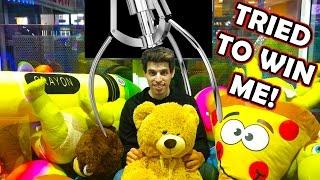 I GOT LOCKED INSIDE A CLAW MACHINE! | Matt3756