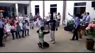 Policial invade igreja para acabar com suposto assalto!