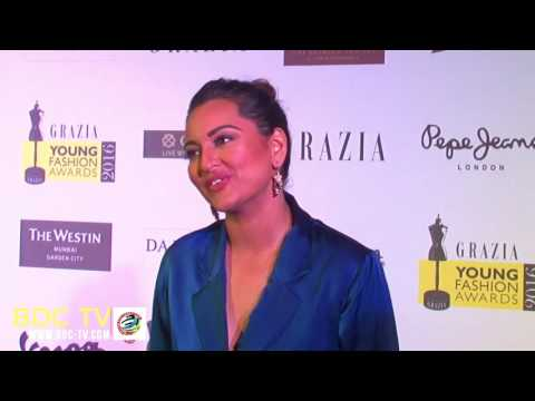 Xxx Mp4 Twinkle Sonakshi Go ROFL On The Peacock Sex Theory 3gp Sex