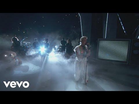 Xxx Mp4 P Nk What About Us Raise Your Glass More 2017 MTV VMAs 3gp Sex
