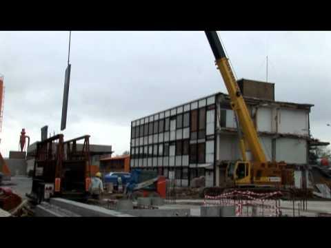 SENNEBOGEN - Construction: Raupenteleskopkran 683 bei Hebearbeiten