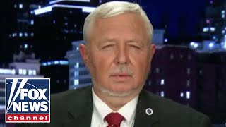 Murrieta, CA Resident Speaks Out As Illegal Immigrants Flown Into Town