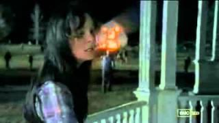Caminantes Atacan la Granja de Hershel - The Walking Dead 2x13
