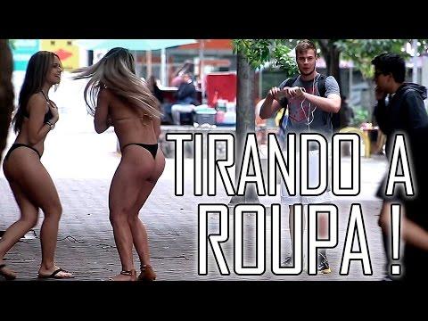 TIRANDO A ROUPA DE GAROTAS COM ESPIRRO