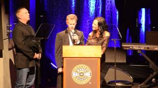 "Randy Travis Sings ""Amazing Grace"" at Country Music Hall of Fame"