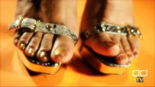 Darla TV - Sexy Ebony Gold Toe Wiggling Screen Test
