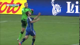 Manuel Neuer finishes G  Higuain
