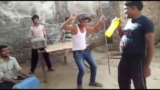 Singing a song funny style Hamhu sayan bani teahu sayan baani new Holi songs of Pawan Singh 2017