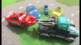 Disney Pixar Cars 3: Toko Cat Ramone: Lightning McQueen & Heavy Metal Mater