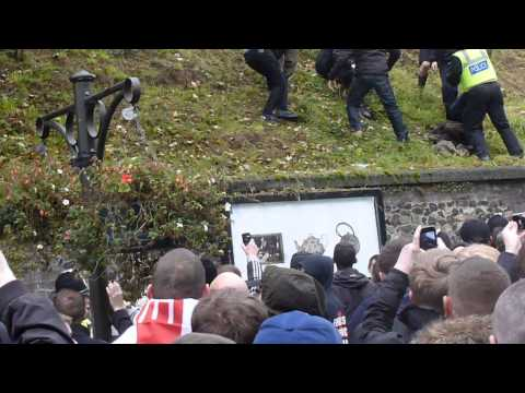 english defence league edl uaf  fight on slopes norwich castle 10 11 12