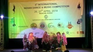 Group RASHMI from Kazan performing - Dandia on Rangtali