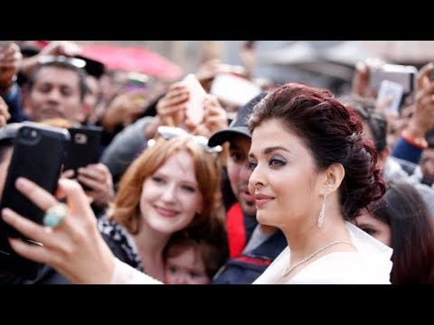 Beautiful Aishwarya Rai Meeting with Fans at Melbourne
