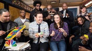 Jimmy Fallon, Idina Menzel & The Roots Sing