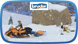 Snowmobil mit Fahrer, Akia-Rettungsschlitten und Skifahrer -- 63100 -- BRUDER Spielwaren