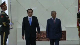 Malaysian Prime Minister meets Chinese counterpart in Beijing
