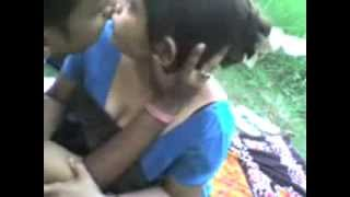 Indian Mallu Aunty Hot kissing in Park