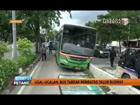 Ugal-ugalan, Bus Tabrak Pembatas Jalur Busway