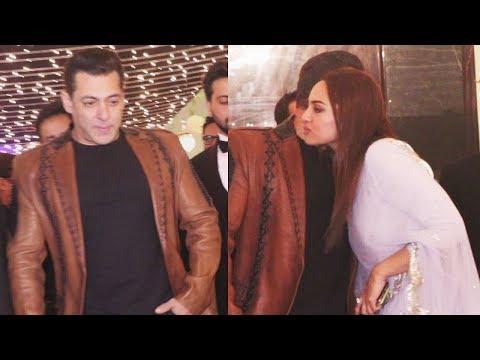 Xxx Mp4 Salman Khan पहुंचे अपने Dabangg Style में Sonakshi Sinha के Manager Wedding Reception पर Video 3gp Sex