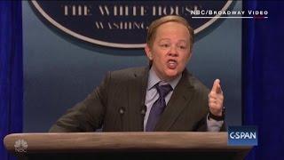 Melissa McCarthy channels Sean Spicer on SNL