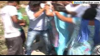 TERRIBLE! Couple Beaten by Public in Bijnor, Uttar Pradesh | Caught on Camera