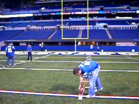15 year old girl makes NFL 30 yard field goal