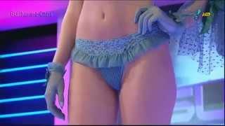 Modelle con intimo e lingerie che sfilano in tv